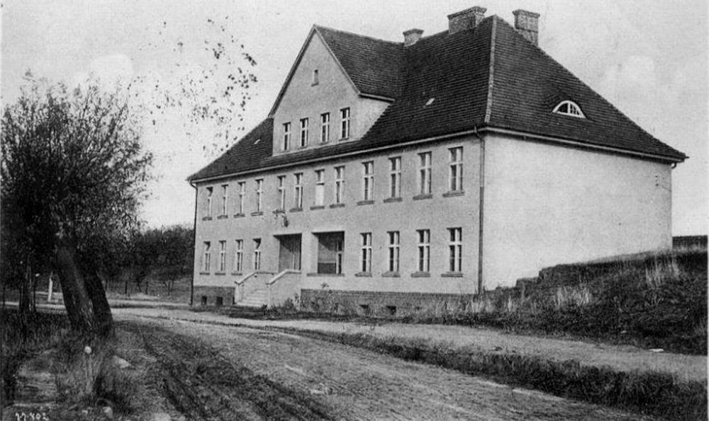 07b - Neus Schulhaus - 01; 1918